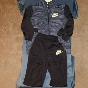 Nike track suit (like new)